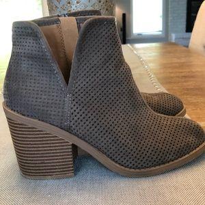 Women's 8.5 ankle booties